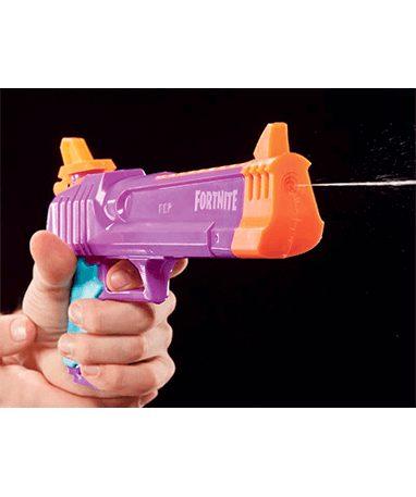 Lilla Fortnite vandpistoler skyder