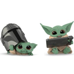 Star Wars Mandalorian Bounty Collection Figure 2-Pack The Child Helmet Peeking & Datapad Tablet